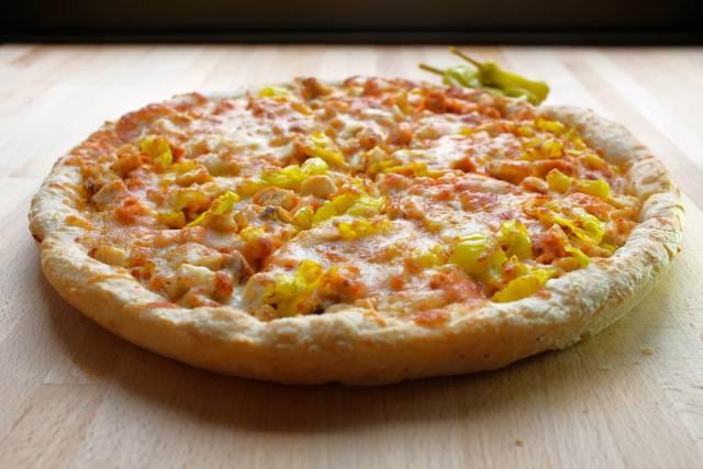 Buffalo-Ranch-Chicken-Pizza-sarpino-640x427