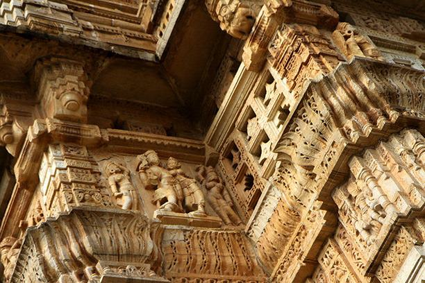 chittorgarh-vijay-stambh-carvings