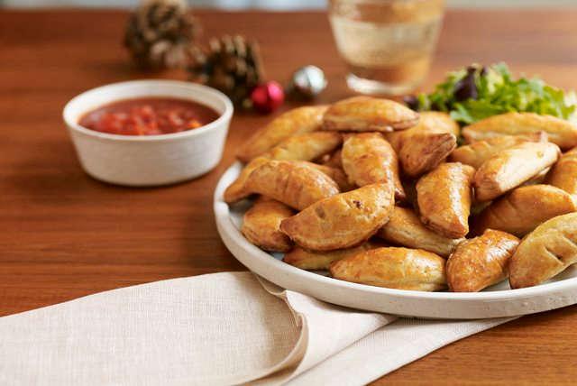 26 traditional venezuelan foods that will make you go slurp empanada a spicy venezuelan patty forumfinder Choice Image
