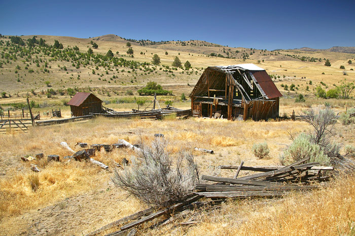 14 Spine-Chilling Ghost Towns in Oregon - Flavorverse