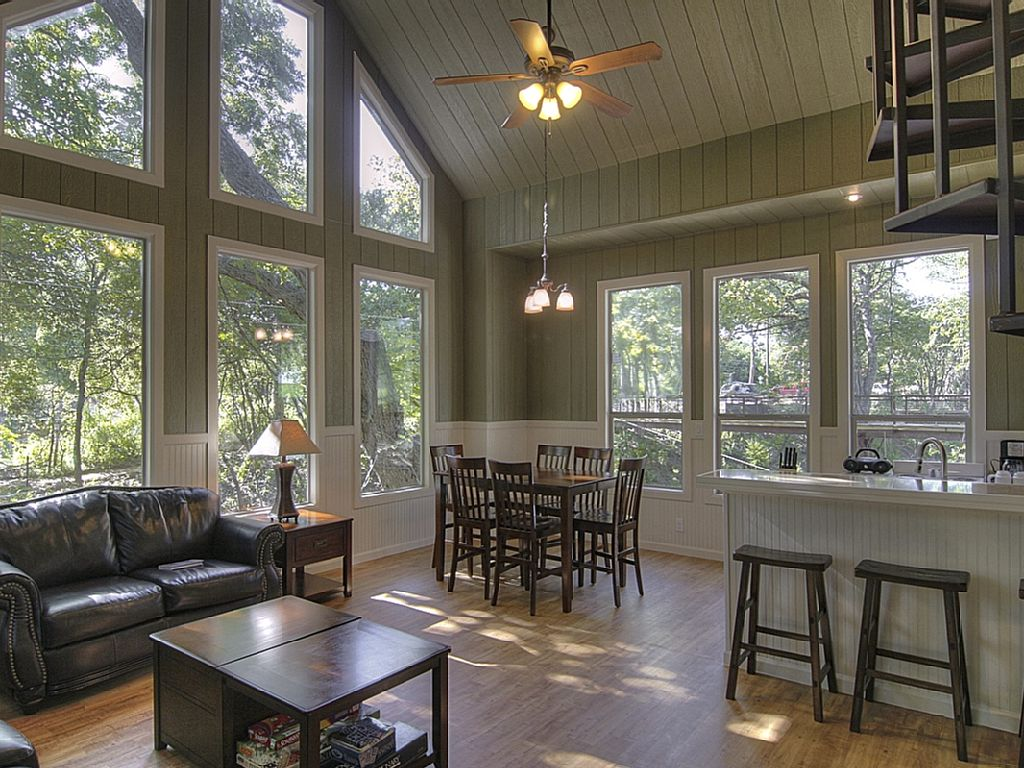 12 Tempting Tree House Cabins in Texas - Flavorverse