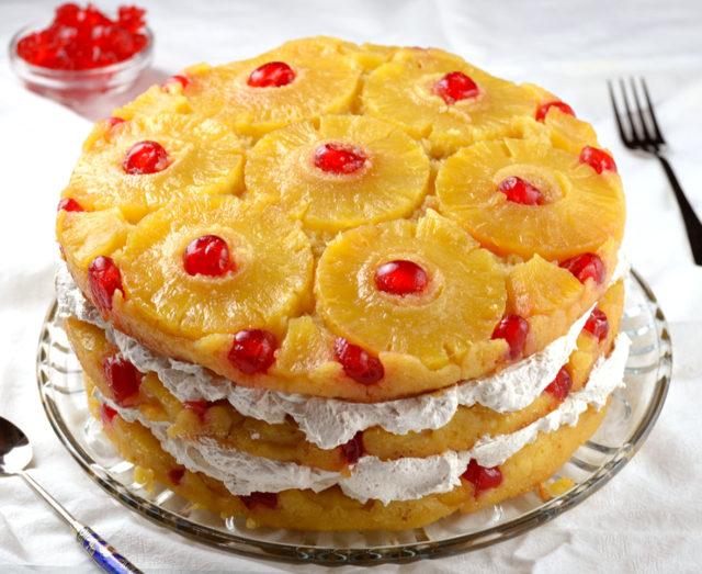 Upside-Down Cake Cake with Pineapple