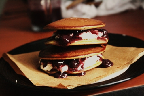 Dorayaki – Baked Sandwich with Red Bean Paste