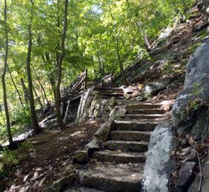 Hiking in Sedona Bear Mountain Trail