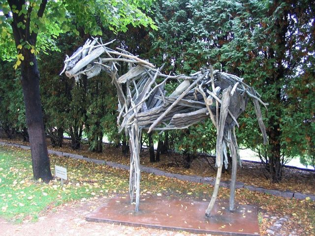 Fun Things to do in Minneapolis for Free Sculpture Garden