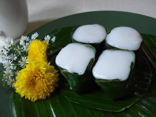 Tako – Layered Thai Coconut Pudding Dessert