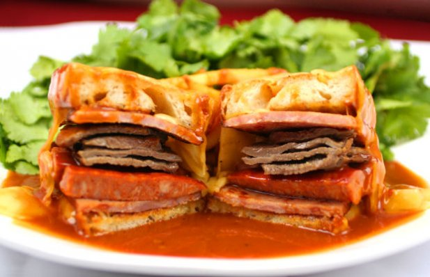 Francesinha Portuguese Food