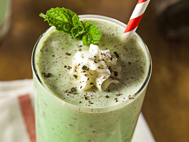 Mint & Chocolate Smoothie – Typical Green Dessert for St. Patrick's Day