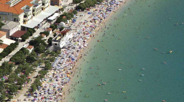 Vela plaža Baška Krk Beach Croatia