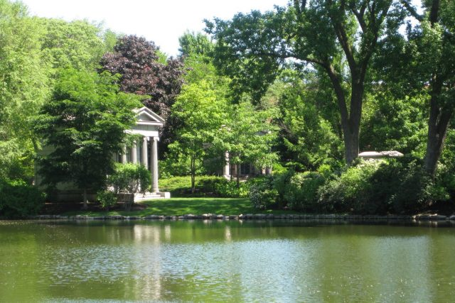 Graceland Cemetery Haunted Graveyard in Chicago