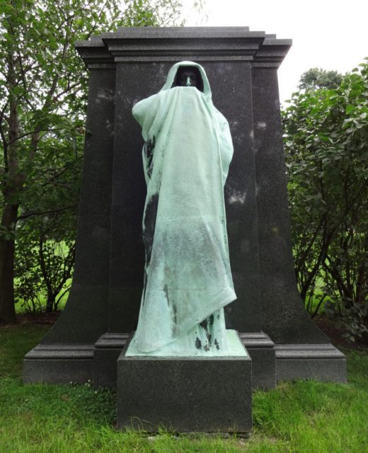 Haunted Graceland Cemetery in Chicago