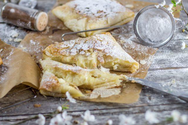 Bougatsa Stuffed Pastry with Sweetened Semolina