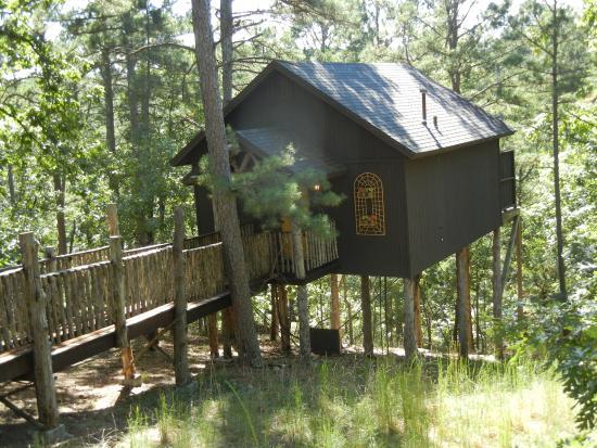 Oak Crest Cottages Treehouse in Eureka Springs