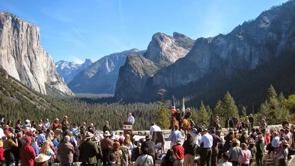 Artist Point Trail Yosemite Park Hiking CA
