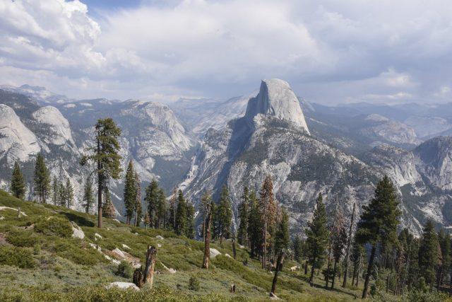 Panorama Yosemite Hiking Trailhead