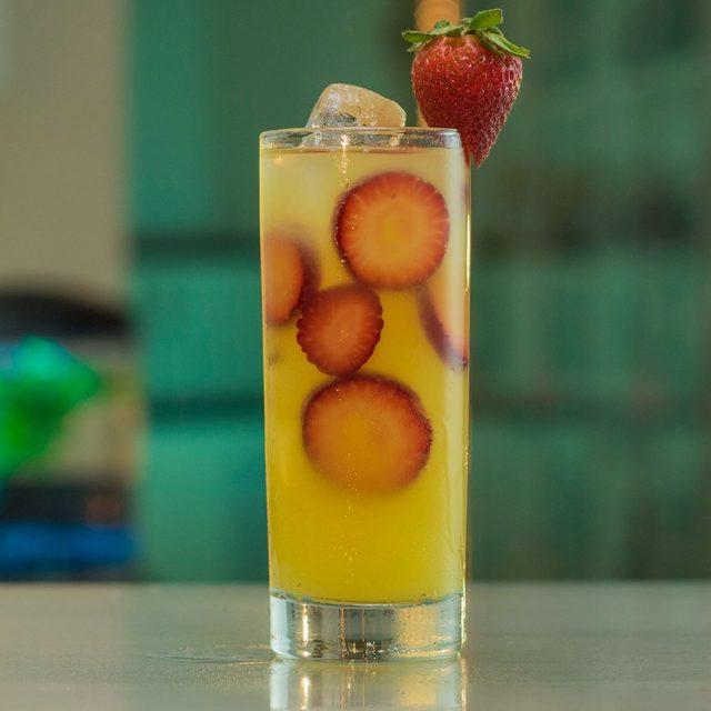 Hawaiian Leg Spreader Drink