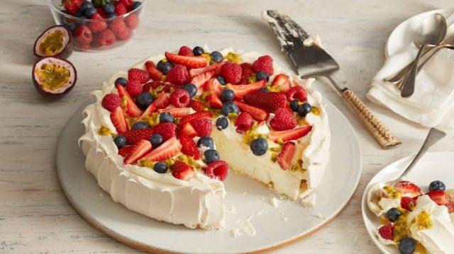 Pavlova Autralian Dessert