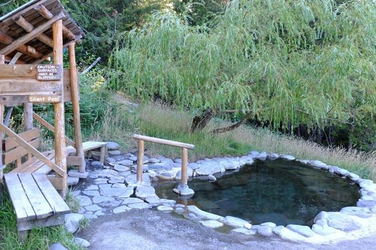 Best Breitenbush Natural Hot Springs in Oregon