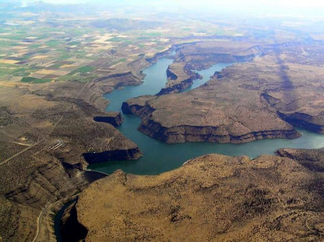 Lake Billy Chinook in Western Oregon